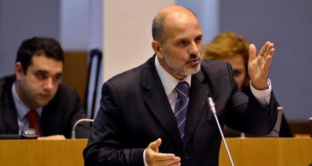 """""""Quem decide na SATA o cancelamento e a divergência de voos?"""", questiona o PSD"""