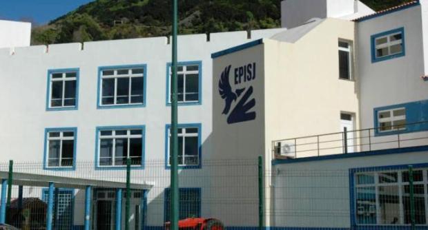 Escola Profissional de São Jorge atravessa período conturbado (c/audio)