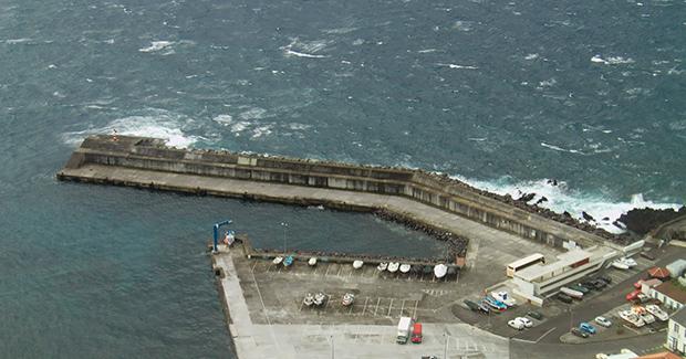 Porto da Calheta reaberto à navegação