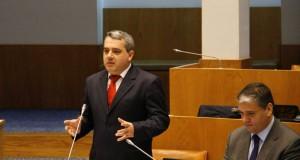 Não se vence a batalha contra o desemprego puxando os Açores para baixo, afirma Sérgio Ávila