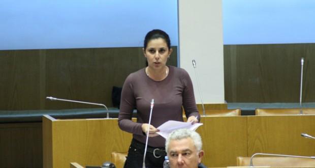 """Ana Espínola desafia a """"parar com a politicazinha e abraçar o desígnio de refundar a nossa Autonomia"""""""
