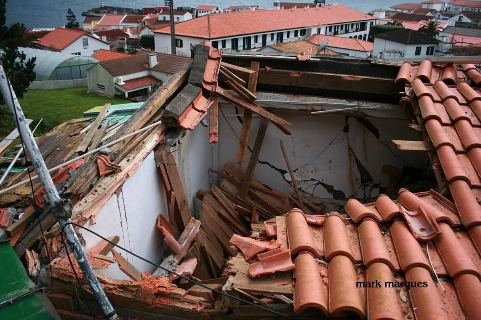 Derrocada na Vila das Velas