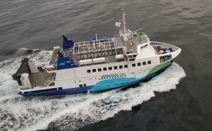 Acidente a bordo do Gilberto Mariano na ligação Angra-Calheta faz dois feridos ligeiros (c/áudio)