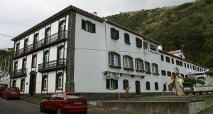 Família realojada pelos serviços de Ação Social devido a incêndio em habitação em S. Jorge