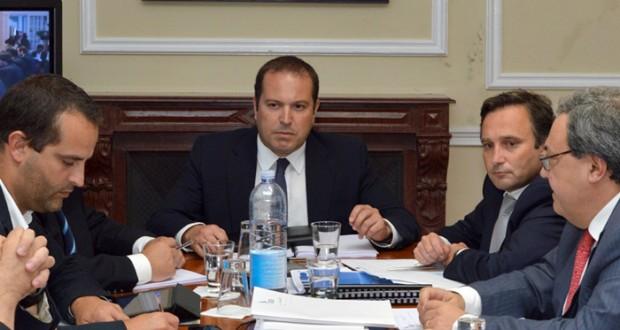 """Governo dos Açores apenas dá indicações à SATA """"no âmbito da relação entre o acionista e a empresa"""""""