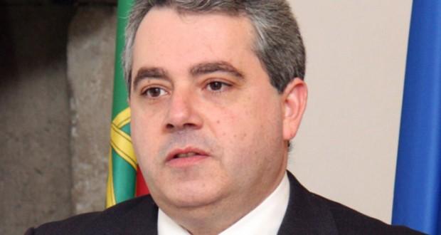 Reposição do pagamento de subsídios aos funcionários do Estado foi decidida pelos Governos da República e da Região, afirma Sérgio Ávila