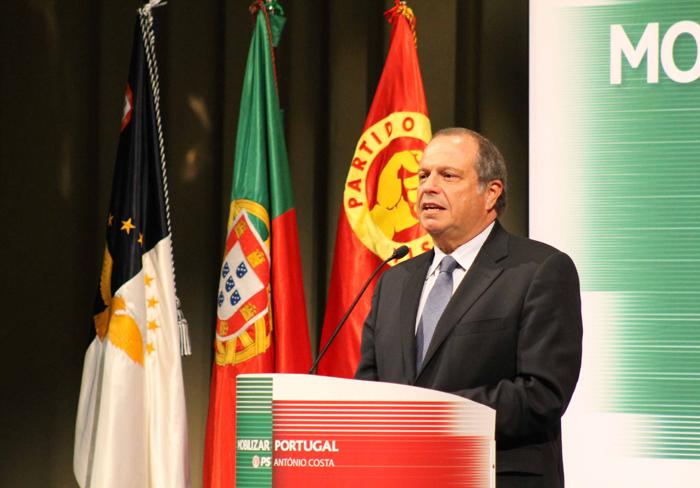 """""""O PS deve ser mais forte e não andar a reboque de outros partidos"""", considerou Carlos César"""