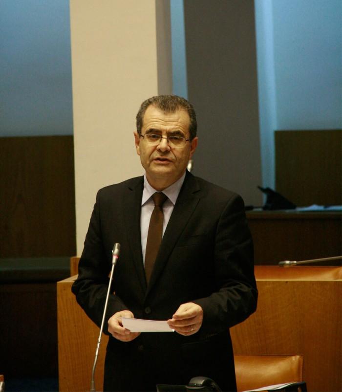 """Governo dos Açores defende """"uma escola pública que não pode ser mínima"""", afirma Avelino Meneses"""