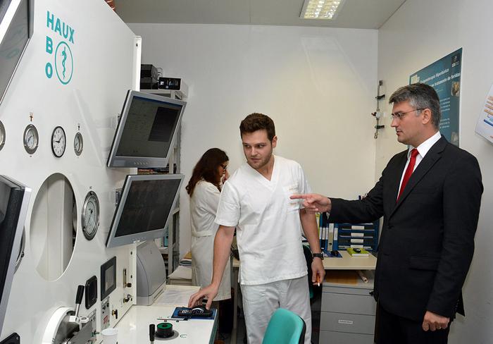 Câmara hiperbárica do Hospital de Ponta Delgada aumenta capacidade de resposta, afirma Luís Cabral