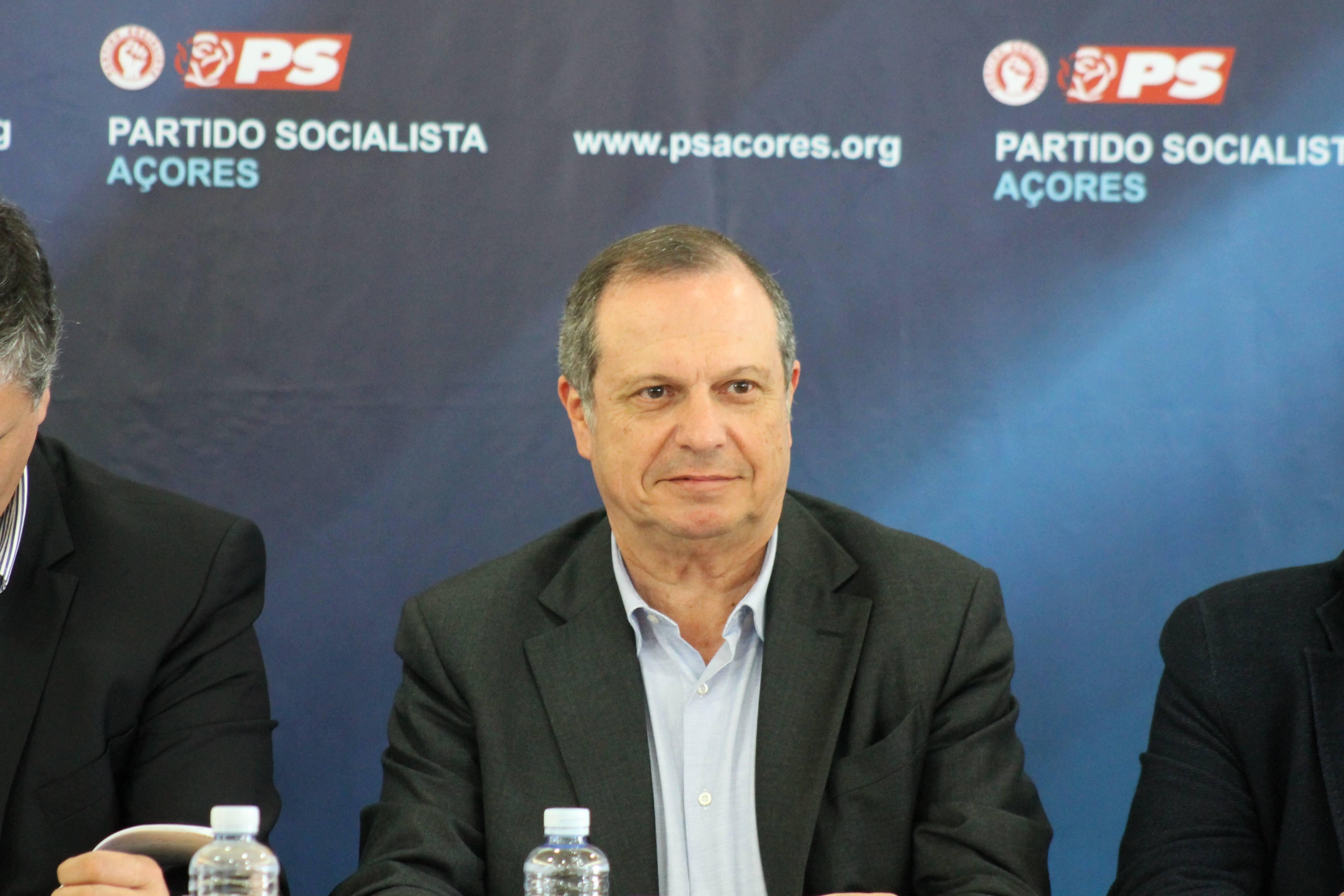 """""""Há uma situação de desprezo dos serviços de Estado nos Açores"""", alerta Carlos César"""