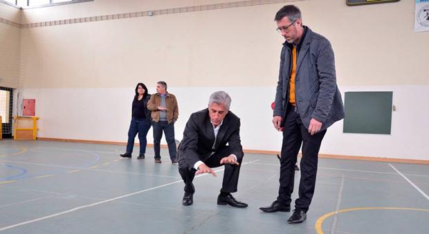 Pavilhão desportivo da Escola do Topo necessita de manutenção no piso, alerta António Pedroso (c/áudio)