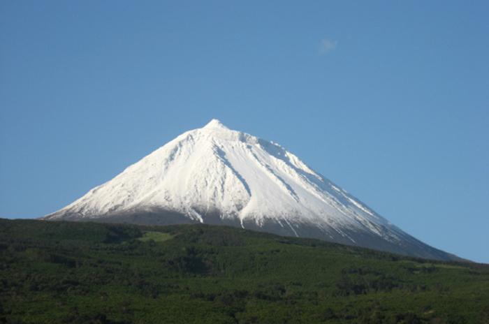 Bombeiros vão ter equipa para resgate com neve na Montanha do Pico, anuncia Luís Neto Viveiros