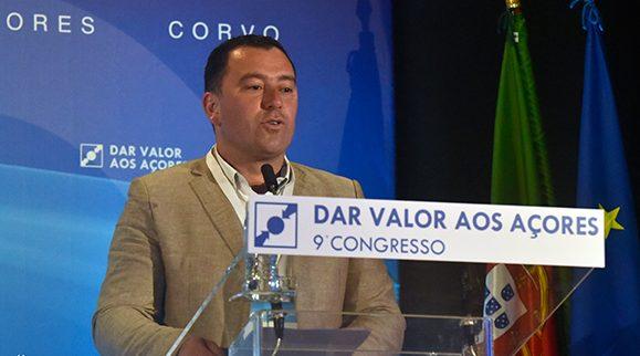 """Roger Sousa e autarcas eleitos pelo CDS em São Jorge subscrevem moção intitulada """"O Poder Local"""" no IX Congresso Regional (c/áudio)"""