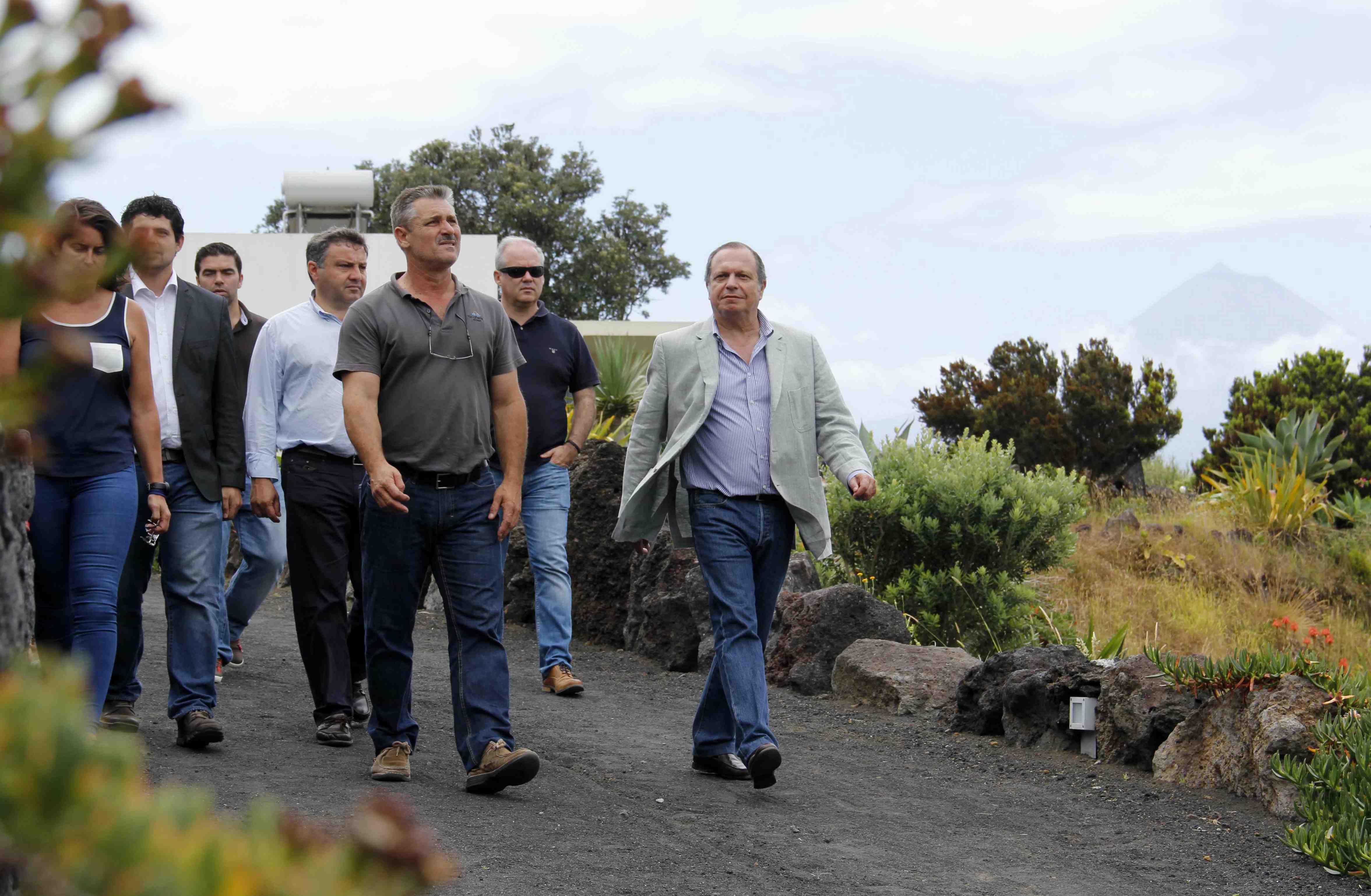 """TAP tem que cumprir as obrigações de serviço público nos Açores"""", alerta Carlos César"""