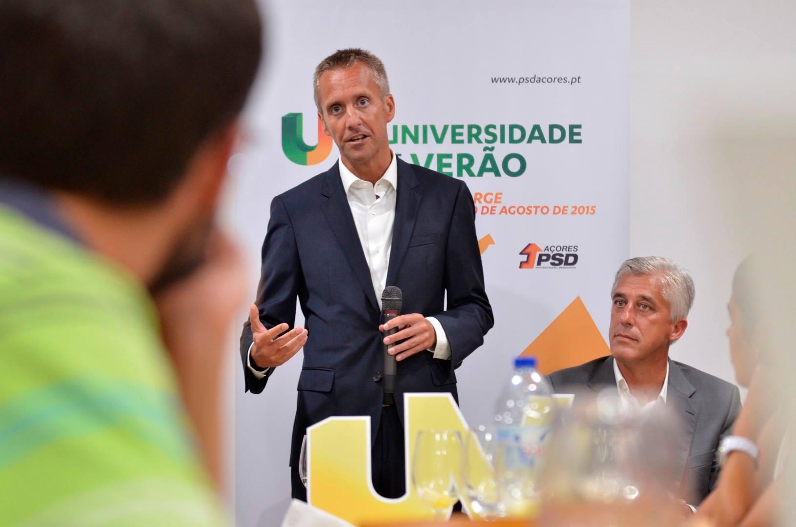 Resultados da liberalização aérea estão a ser positivos- Mais 74 mil passageiros aterraram nos Açores em quatro meses de liberalização, avança Sérgio Monteiro (c/áudio)