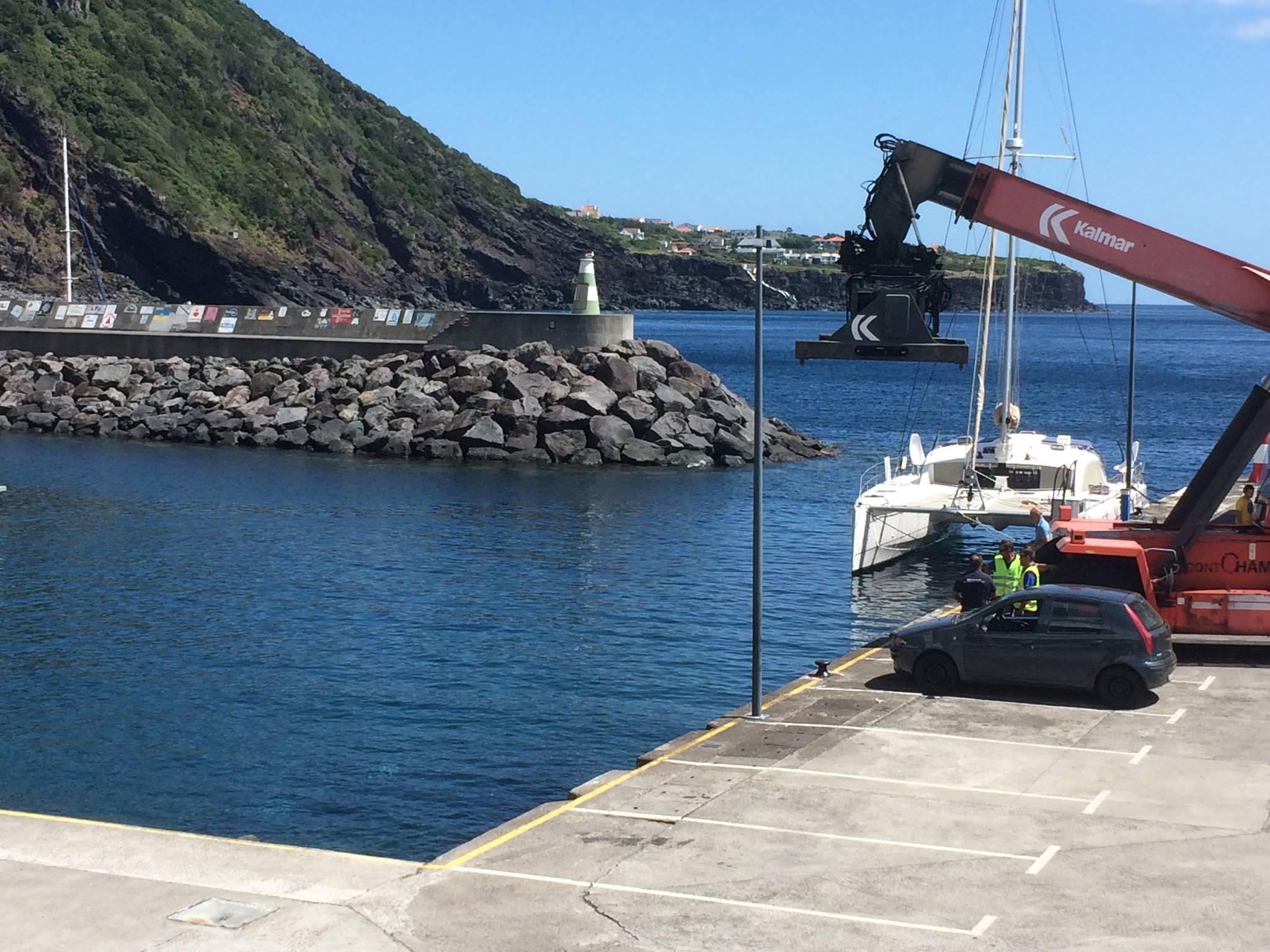 Espaço entre o estacionamento do cais da marina das Velas e o mar vai ter proteção