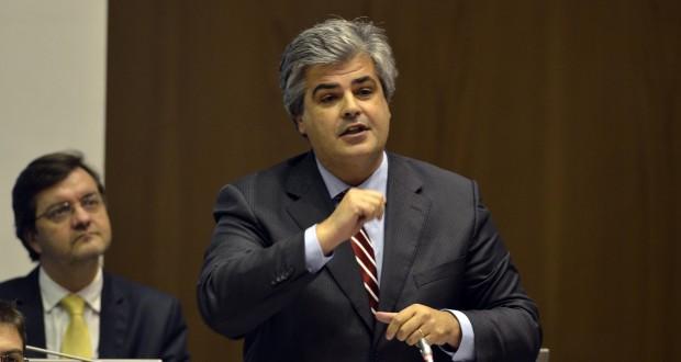 """Secretário da Saúde """"contradiz números do próprio governo"""", acusa o PSD"""