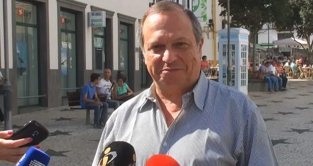 """""""Passos Coelho tem uma relação de incompatibilidade com a verdade"""", afirma Carlos César"""