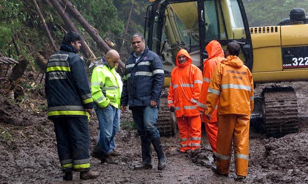 Vasco Cordeiro visitou zonas afetadas pelo mau tempo em S. Miguel
