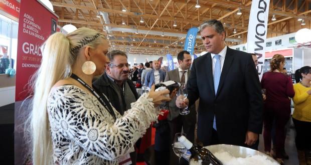 Presidente do Governo destaca aproveitamento de incentivos públicos para a reconversão da vinha