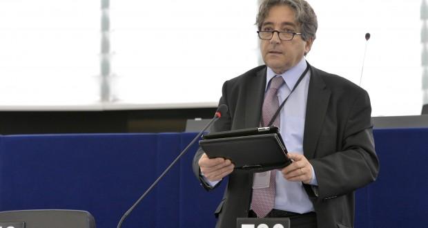 Serrão Santos quer auxilio europeu imediato para os produtores de leite
