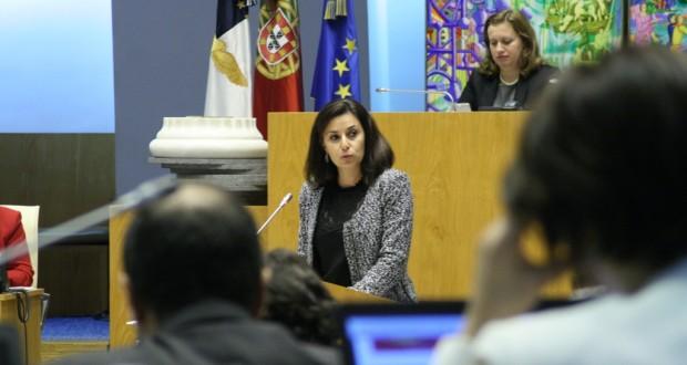 """Plano e Orçamento de 2016 para a ilha de São Jorge """"é poucochinho"""", condena Ana Espínola"""