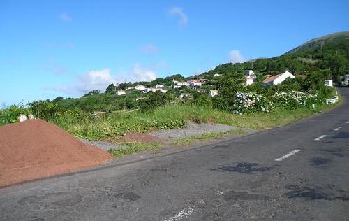 Lançado concurso público da empreitada de reabilitação e beneficiação de um troço da Estrada Regional entre o Alto das Manadas e Biscoitos em São Jorge