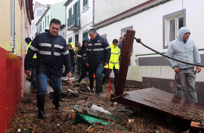 Vasco Cordeiro visita zonas atingidas pelo mau tempo em São Miguel