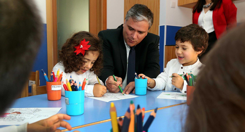 Investimento na área da Infância vai permitir terminar legislatura com cerca de 600 novas vagas, anuncia Vasco Cordeiro