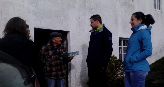"""JP visita idosos em São Jorge para """"dar um sorriso a quem mais precisa"""""""