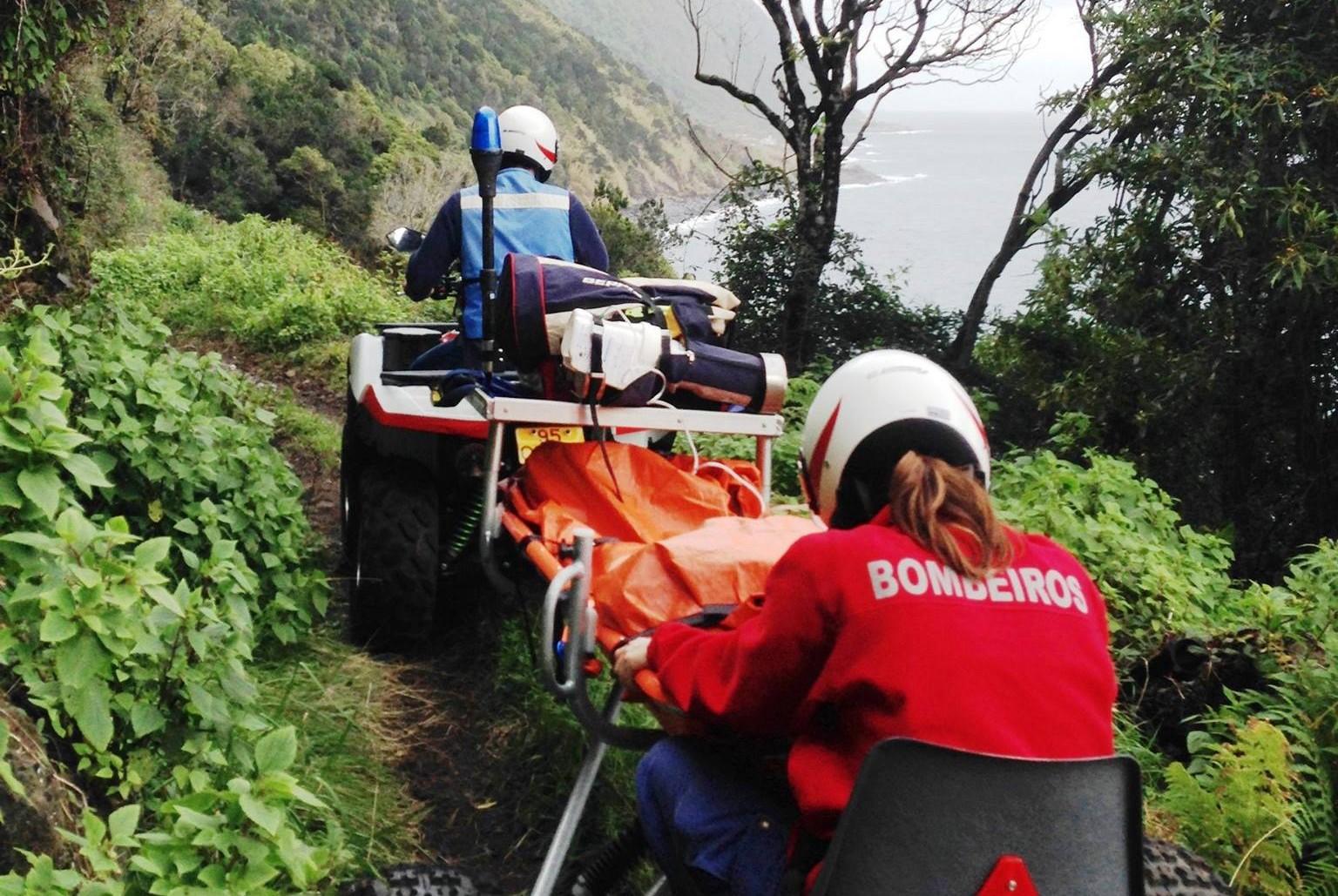 Bombeiros da Calheta efetuam primeira prestação de socorro com recurso a Moto 4 Socorro com Atrelado de Salvamento