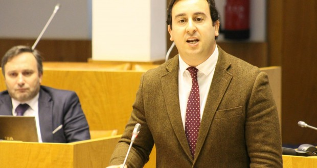 """""""Temos de continuar unidos e empenhados na boa resolução das questões pendentes sobre a Base das Lajes"""", realçou Berto Messias"""