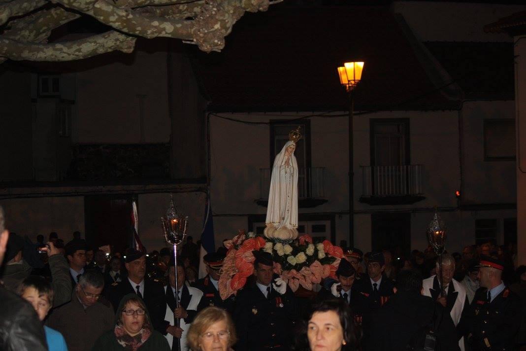 Imagem Peregrina de Nossa Senhora de Fátima recebida em S.Jorge por multidão visivelmente emocionada e devota (c/áudio)