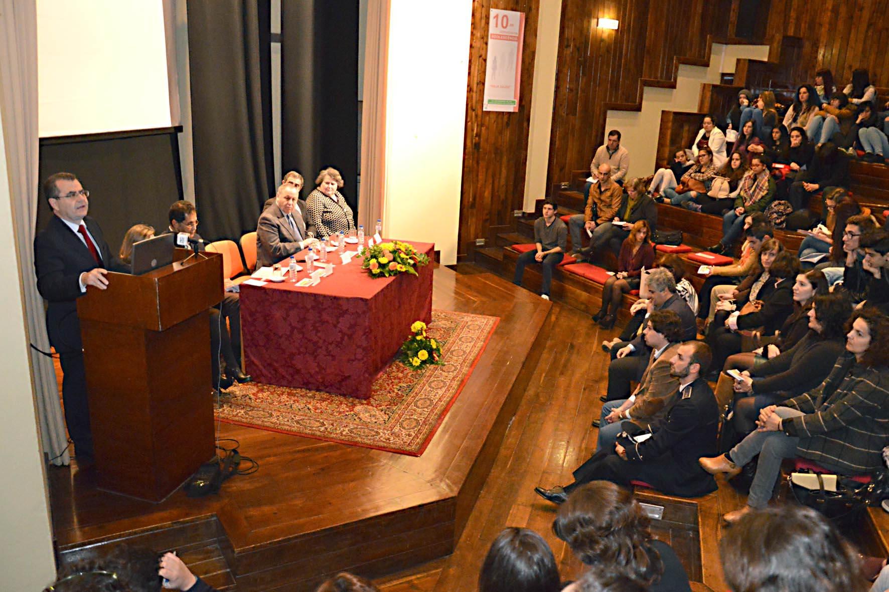 Avelino Meneses destaca respostas escolares às atuais exigências da adolescência