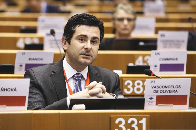 """Rodrigo Oliveira defende """"apoio decisivo"""" da União Europeia às regiões afetadas pela crise no setor leiteiro"""