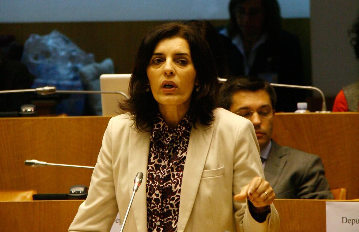 Parlamento Jovem é exemplo de igualdade de género e de participação democrática, afirma Isabel Rodrigues