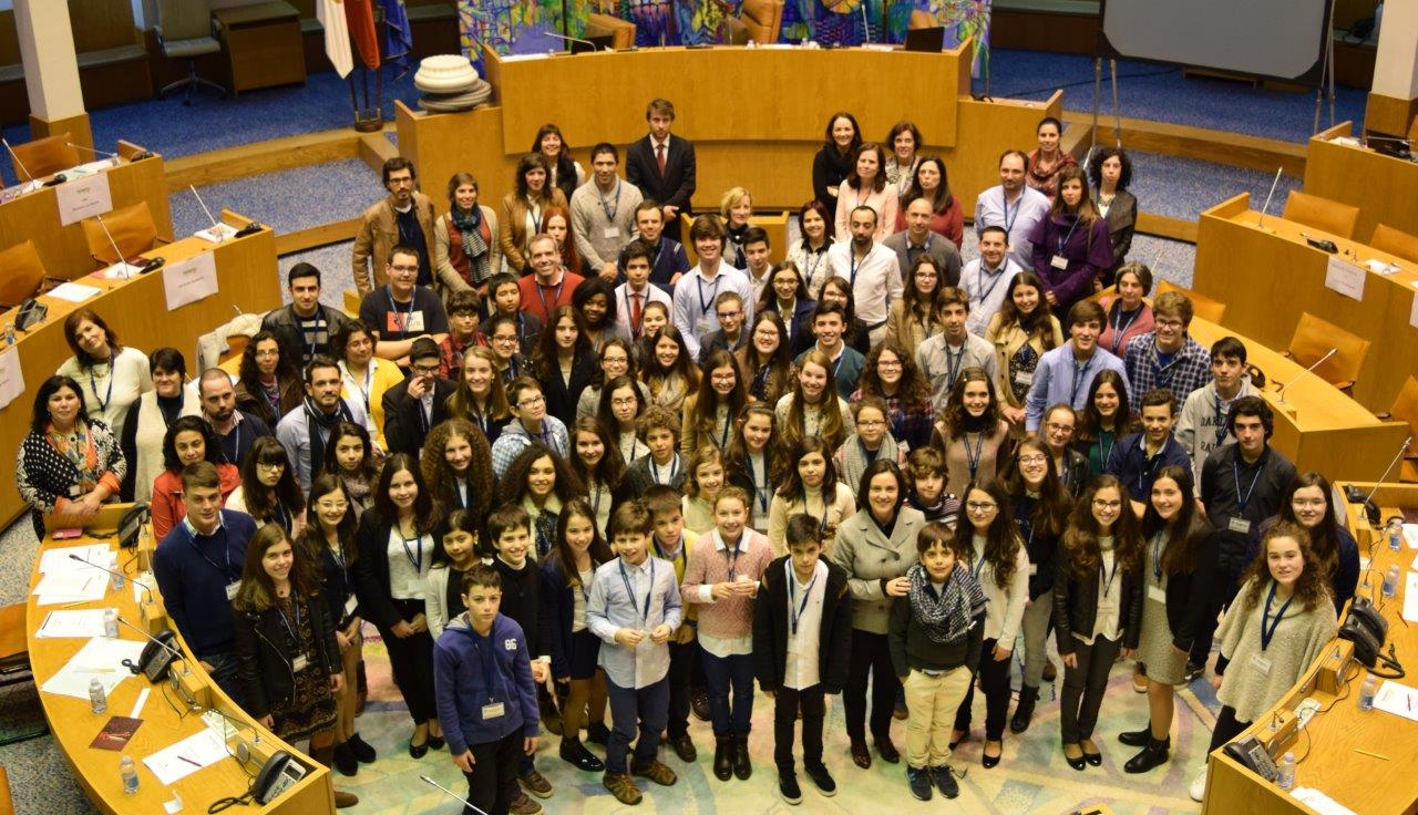 Alunos do Ensino Básico debatem racismo, preconceito e discriminação no Parlamento dos Jovens