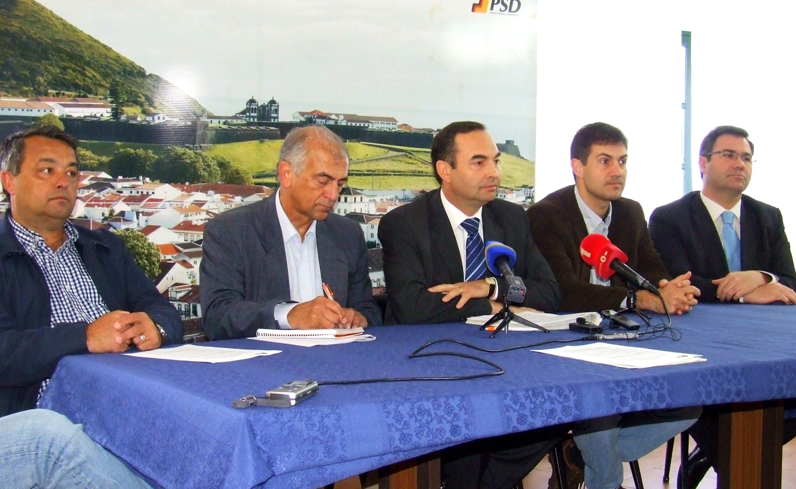 A Terceira está posta de parte pelo Governo Regional, acusa o PSD/Terceira