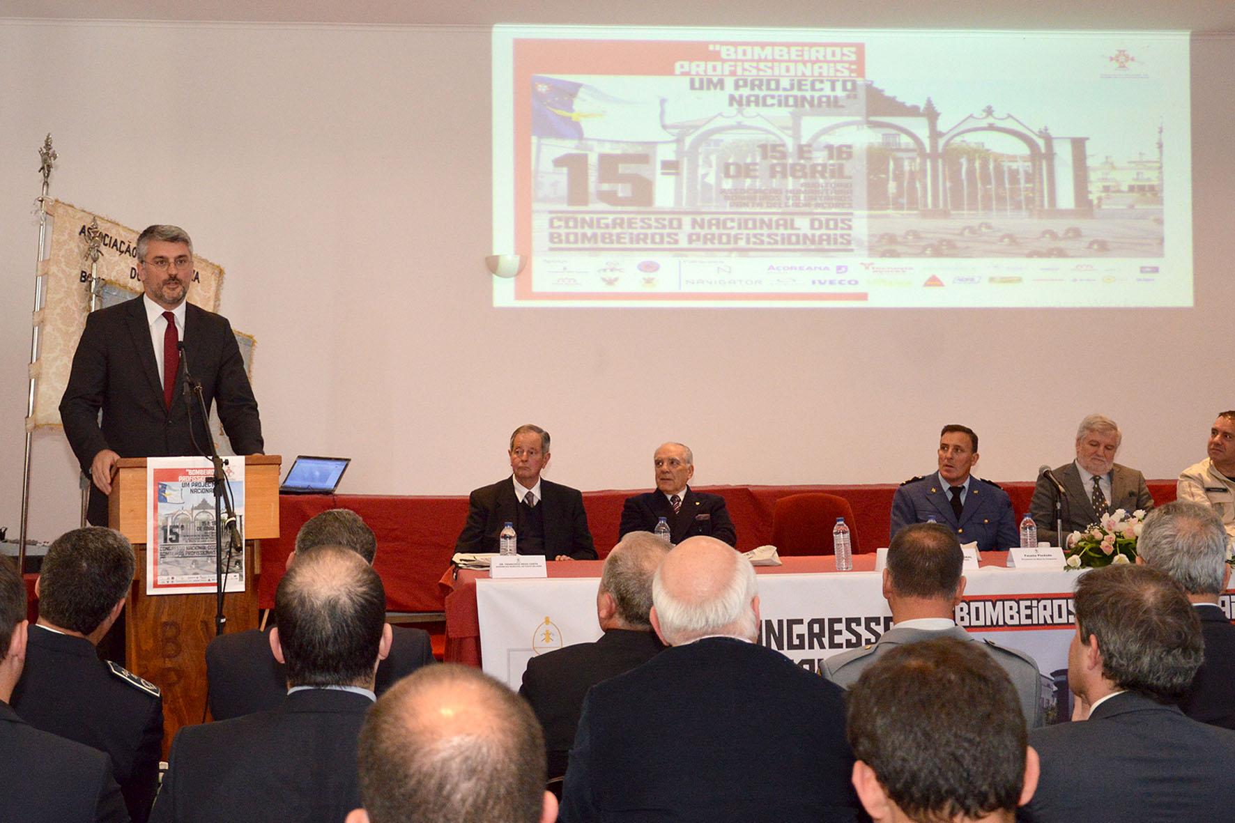 """Luís Cabral destaca """"relacionamento positivo"""" entre associações de bombeiros e Proteção Civil nos Açores"""