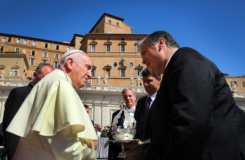 Vasco Cordeiro convida Papa Francisco a visitar os Açores