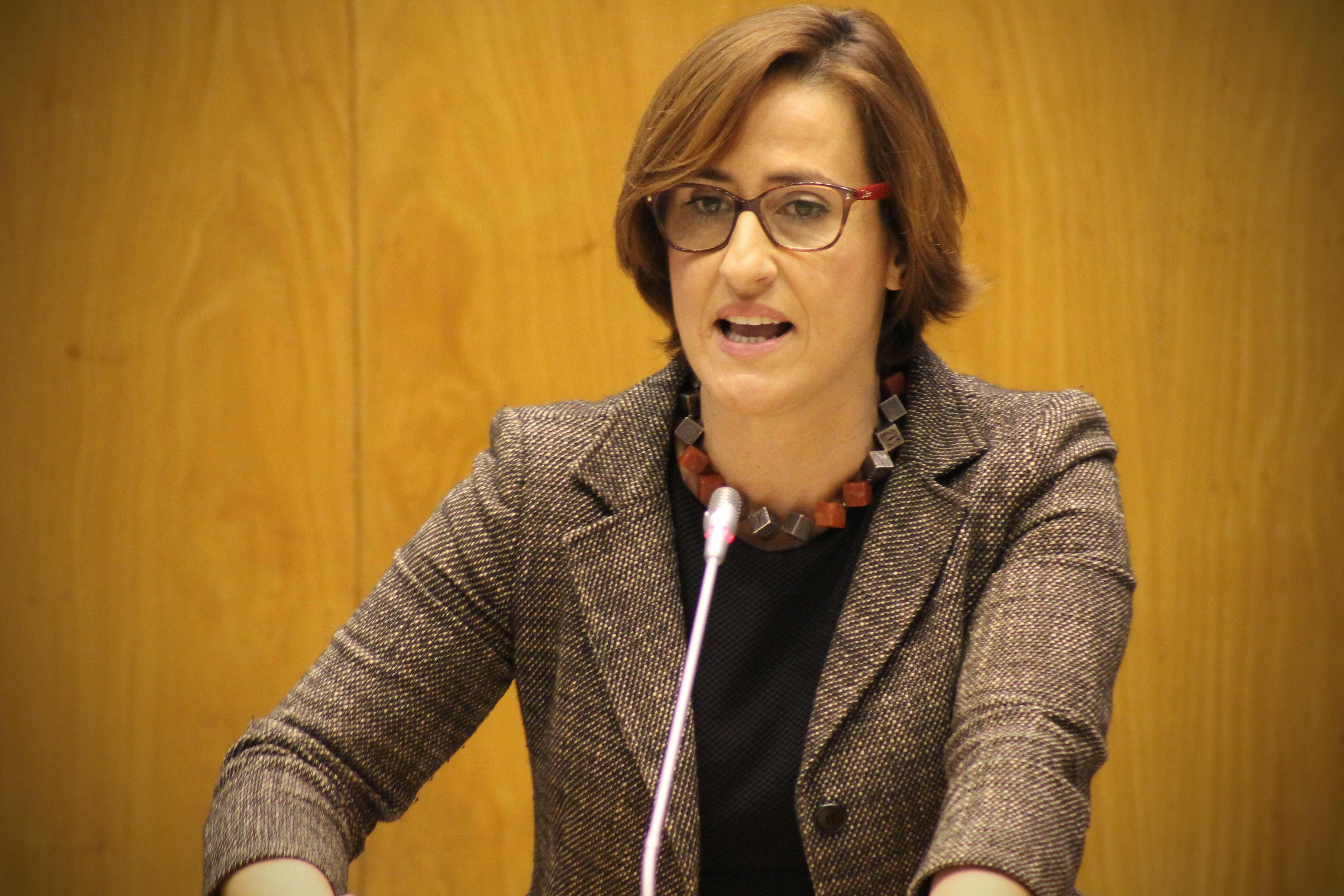 """""""Os Governos do PS têm recuperado um atraso de décadas na educação nos Açores"""", frisou Catarina Moniz Furtado"""