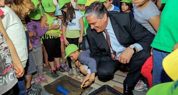 Área da Infância e Juventude recebe investimentos de mais de 30 milhões de euros em infraestruturas, afirma Vasco Cordeiro