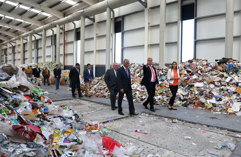 Centros de Processamento de Resíduos criaram mais de 100 postos de trabalho em várias ilhas, anuncia Vasco Cordeiro
