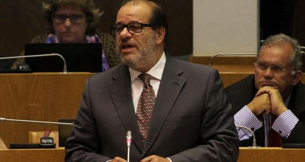 """""""Governo abandonou a coesão regional e tenta subverter poderes do parlamento"""", diz Aníbal Pires"""