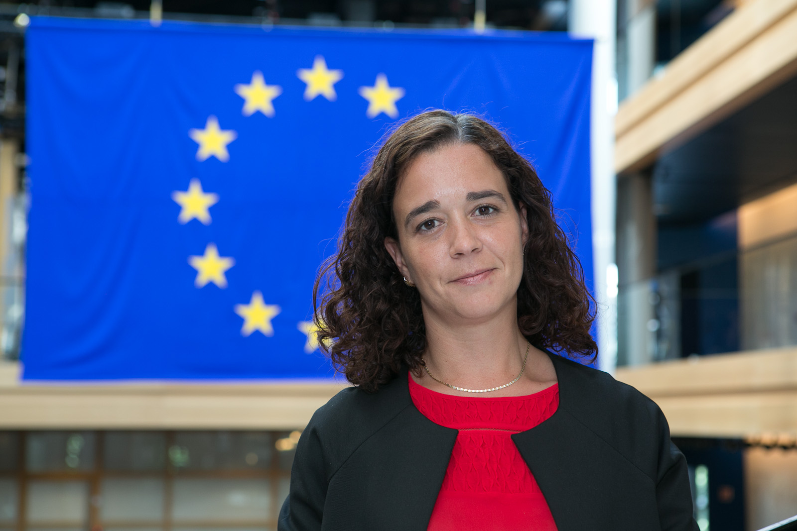 """Sofia Ribeiro questiona Governo Regional: """"Querem fazer parte da solução, ou continuar a lamentar sem nada fazer?"""""""