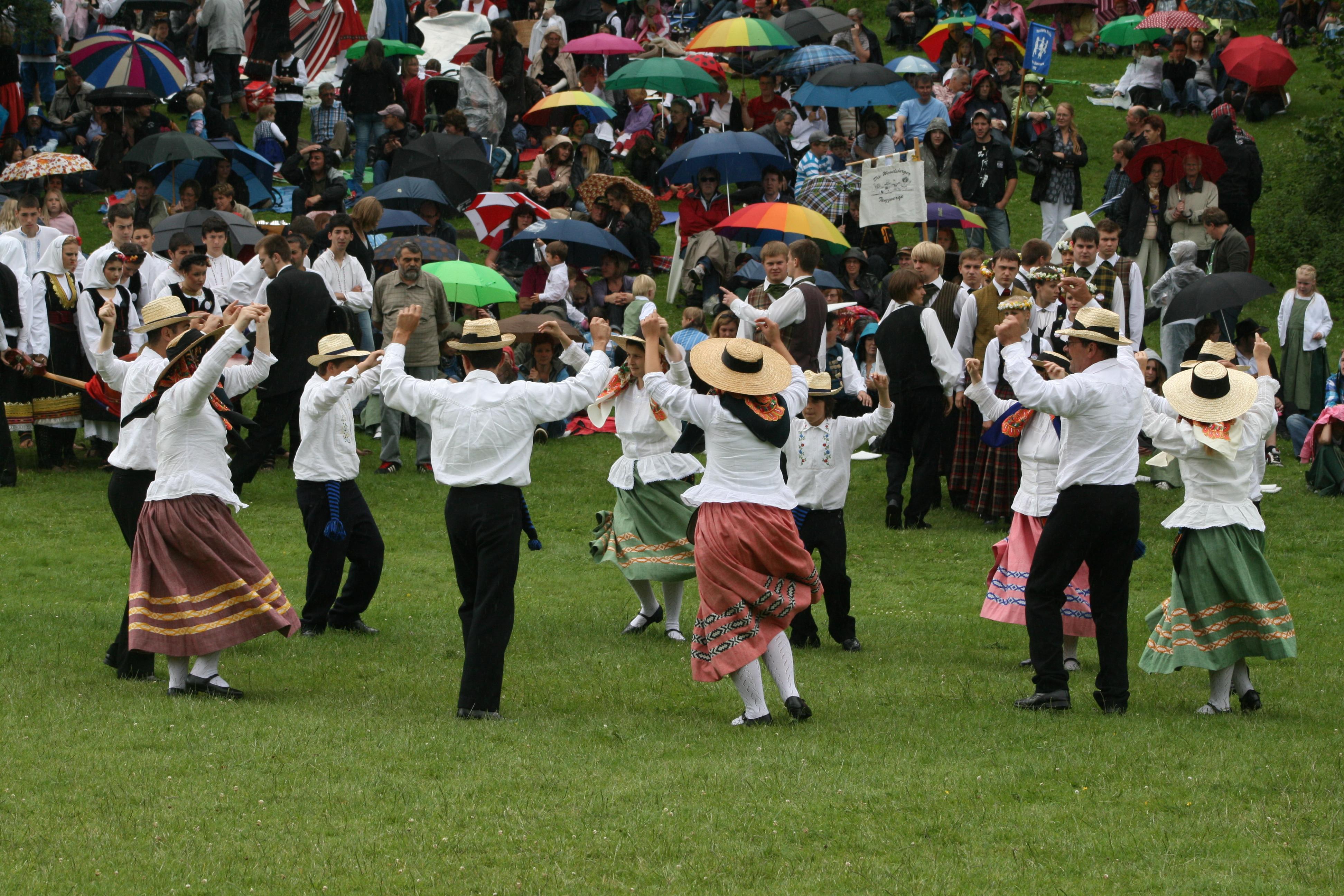 Governo dos Açores promove apresentação de livro sobre as danças nas ilhas do Grupo Central