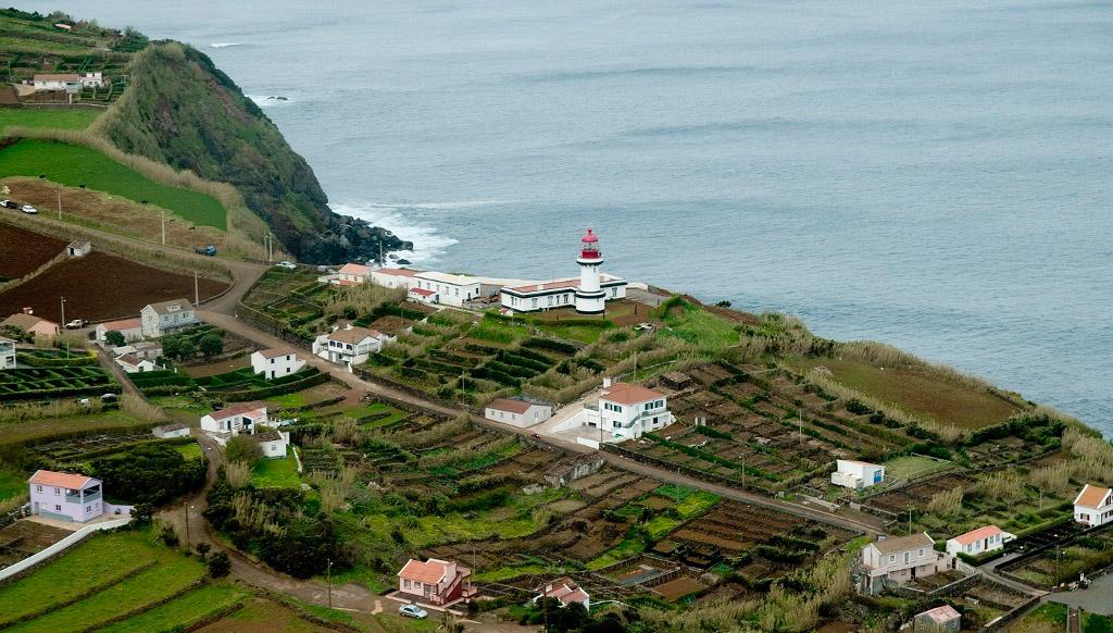 Farol da Ponta do Topo é o único em São Jorge que ainda dá trabalho a 3 faroleiros (c/áudio)