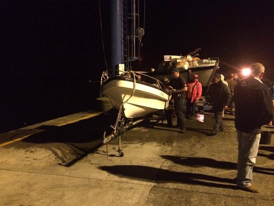Embarcação naufraga a seis milhas da Calheta – três homens foram resgatados com vida, outros dois estão desaparecidos (c/áudio)