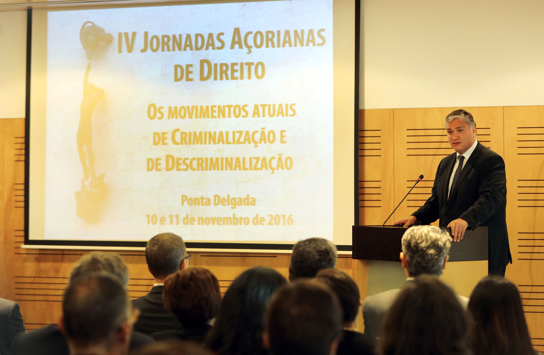Governo disponível para colaborar na melhoria dos serviços da Justiça, sem descurar responsabilidade do Estado, afirma Vasco Cordeiro