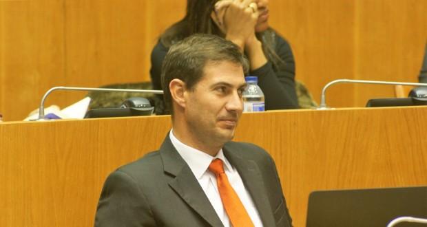 Governos socialistas não souberam combater crise da Construção civil, acusa PSD